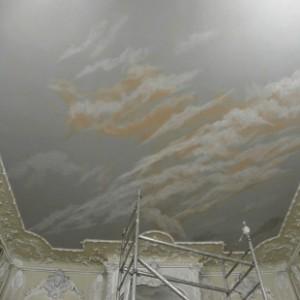 restaurateur de peinture murale.création d'un ciel en trompe l'oeil