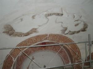 Motif disparus. restitution par des restaurateurs de peinture murale